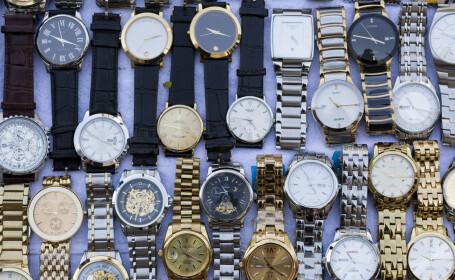 Doi bărbați din Republica Moldova, arestați după ce au furat 16 ceasuri Rolex și bijuterii