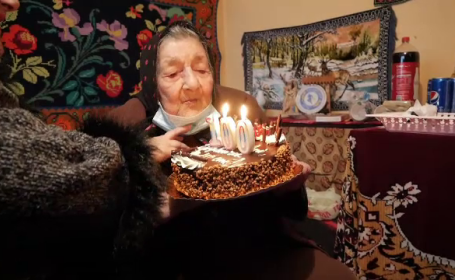 O femeie din Dâmbovița a împlinit 100 de ani și citește fără ochelari. Care este secretul longevității sale