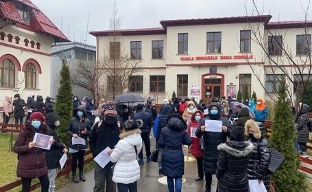 Protest al părinţilor faţă de schimbarea din funcţie a directoarei unei şcoli din București