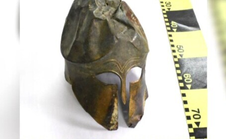 Coif de bronz vechi de 2.500 de ani, ținut în pod de un bărbat din Neamț. Valorează o sumă fabuloasă