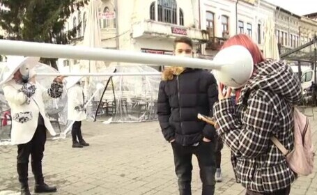 Ziua poetului Mihai Eminescu, celebrată printr-un spectacol inedit la Târgoviște. Tulumbele au marcat distanța socială