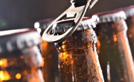 Un bărbat a băgat o sticlă de bere la congelator și a uitat de ea. Surpriza pe care a avut-o când l-a deschis. FOTO
