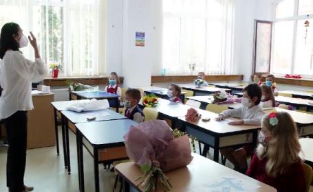 Vaccinarea profesorilor se face cu greutate. Ministerul abia a cerut școlilor să desemneze un responsabil cu programarea