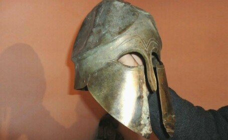 Ieșeanul care a ținut un coif vechi de 2.500 de ani în pod nu poate fi recompensat pentru că nu l-a declarat în 72 de ore