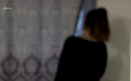 O femeie din Vaslui a sunat la 112 după ce i-a spart capul fiicei sale cu handicap. Ce s-a întâmplat cu cei 4 copii ai săi