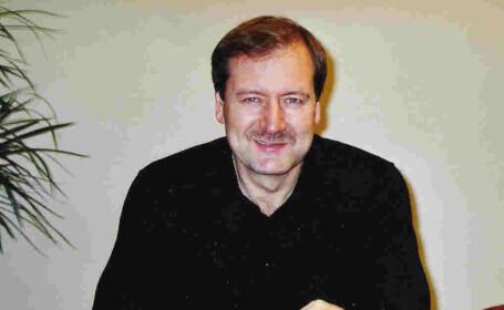 Grupul Renew Europe, condus de Dacian Cioloș, a exclus un eurodeputat pentru comentarii homofobe