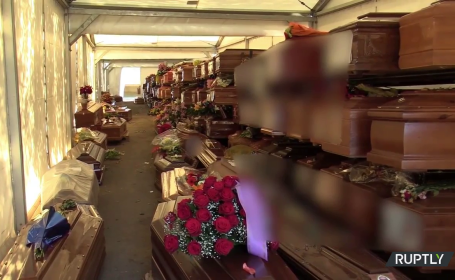 VIDEO. Sute de sicrie, depozitate unele peste altele într-un cimitir din Palermo în așteptarea înmormântării