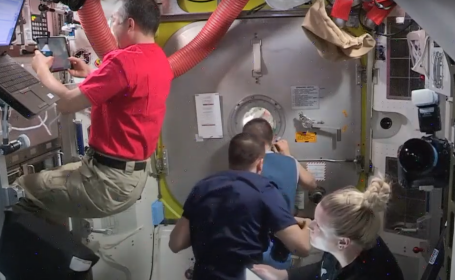Astronauți pe ISS