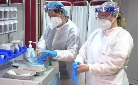 Românii care au fost reprogramați la vaccin. Cine va primi serul Moderna