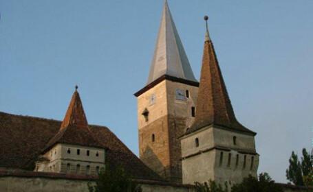Cetatea saseasca cu biserica