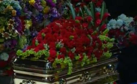 Sicriul cu trupul lui Michael Jackson la Staples Center
