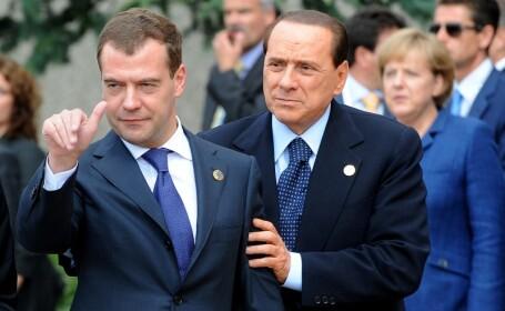 Medvedev, BEAT la summitul G8?! Berlusconi si Sarkozy nu-l lasa la greu!