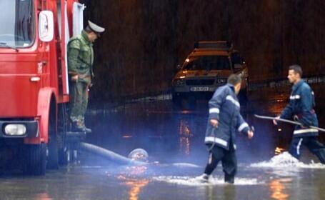 100 de familii din Bacau, evacuate dupa inundatiile de luni noapte
