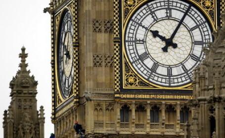 Solidaritate britanica: parlamentarii dorm la serviciu, in paturi pliante