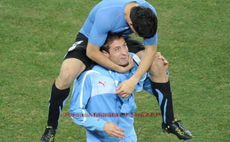 Luis Suarez si Mauricio Victorino