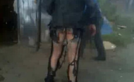 De-a rasu'-plasu'! A ramas in fundul gol dupa ce i-au explodat pantalonii