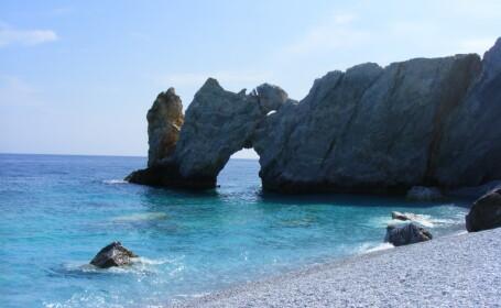 Grecia: o singura tara in criza, doua stiluri diferite de a face de turism