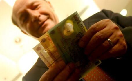 Traian Basescu numara bani