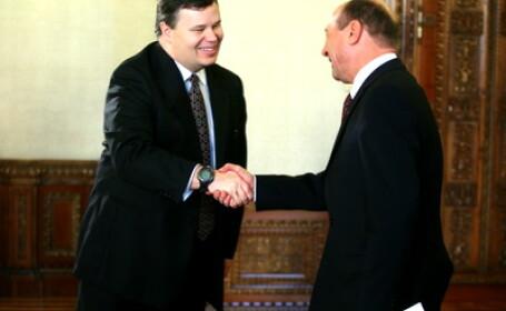 Presedintele Basescu va respinge legea privind scaderea TVA la alimente