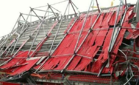 Acoperisul unei tribune de pe stadionul clubului de fotbal FC Twente s-a prabusit. Un om a murit