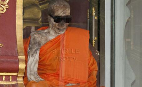 Miracolul din Thailanda: calugarul budist mumificat. Cum a ajuns sa poarte ochelari de soare