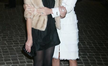 Sunt celebre si au mame mai sexy decat ele. Pe strazile din Hollywood sunt luate drept surori. FOTO