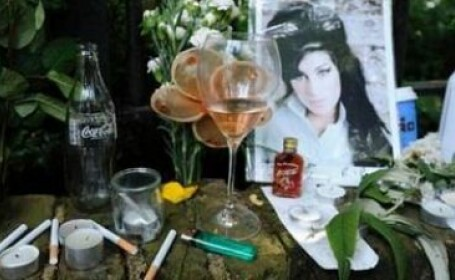 Microsoft prezinta scuze. Cum a incercat compania sa faca bani de pe urma mortii lui Amy Winehouse