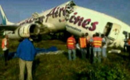 157 de pasageri il aplaudau pe pilot in momentul in care avionul s-a rupt in doua. VIDEO