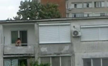 Scene INCREDIBILE. Ce faceau doi tineri IN BALCONUL apartamentului. VIDEO