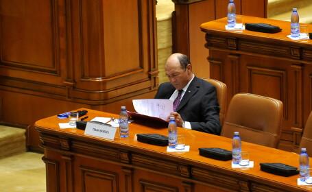 Detaliul care le-a scapat tuturor. Basescu a apelat din nou la flacara violet intr-o zi de joi