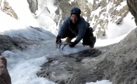 Un alpinist era sa MOARA dupa o cadere groaznica de la mii de metri inaltime! Cum s-a salvat