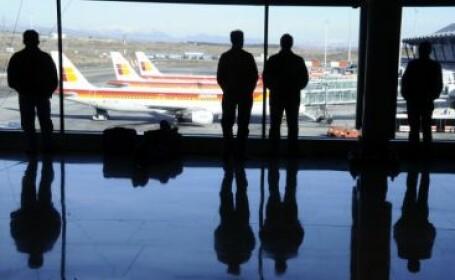 O poza pe Facebook a creat haos intr-un aeroport. Anuntul iubitului gelos a intors avionul din drum