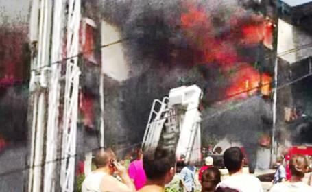 VIDEO. A plouat cu foc in Capitala. Incendiu puternic la o cladire de birouri din cartierul Militari