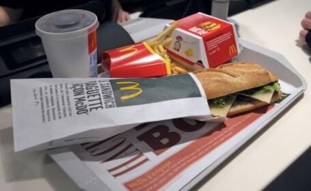 Cum arata ultimul cheeseburger vandut in Islanda dupa ce a fost pastrat 6 ani intr-o punga