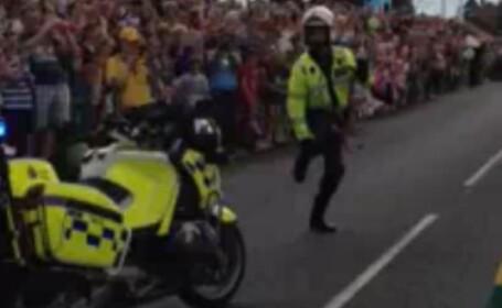 Cel mai spectaculos politist vazut in trafic. Cum a fost surprins de camerele video