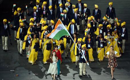 Femeia necunoscuta de langa portdrapel. India depune plangere dupa gafa de la Jocurile Olimpice