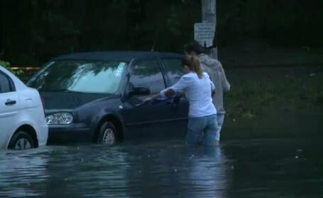 Scoli inundate, strazi inchise, sute de apeluri la 112. Canalizarea isi arata limitele in Bucuresti