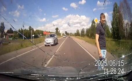 Momente de groaza pentru un sofer din Rusia. Ce i-a aparut brusc in fata masinii. VIDEO