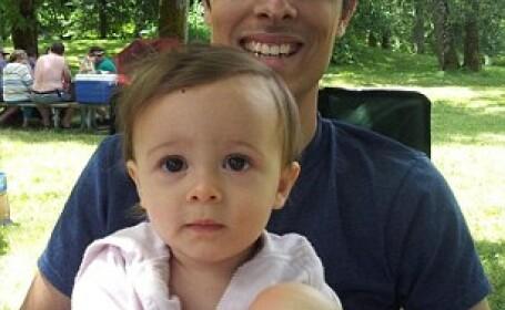 Surpriza pentru tatal unei fetite de 1 an, care si-a lasat fiica sa se joace pe telefonul lui. VIDEO