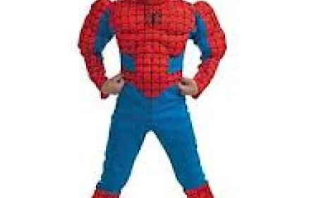 copil in costum de spiderman
