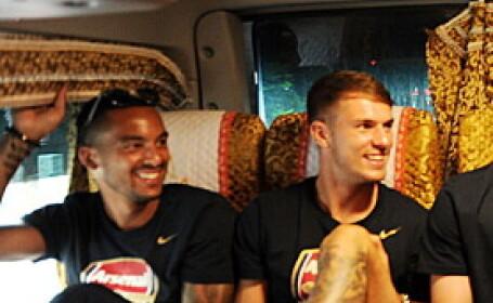 S-au uitat pe geamul autocarului si nu le-a venit sa credea. Ce au vazut jucatorii echipei Arsenal