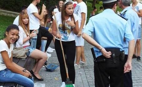 Surpriza pentru mai multi tineri care au spart seminte langa o banca in Parcul IOR din Capitala