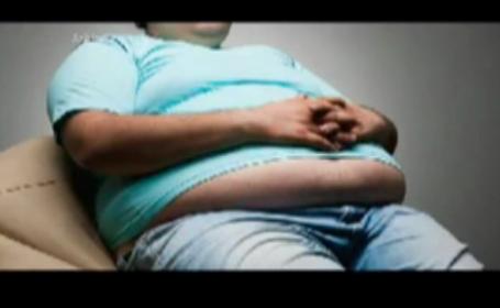 Cum arata barbatul din Arabia Saudita care cantareste 610 kilograme. A fost internat de urgenta