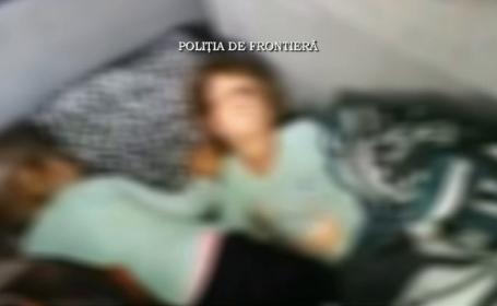 Surori gemene, in varsta de 4 ani, gasite de politisti in portbagajul unui microbuz. Ce intentiona sa faca mama lor