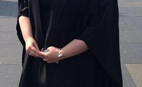Poza de la absolvirea facultatii i-a schimbat viata. Astazi, tanara spune ca nu ii mai e rusine sa mearga la intalniri. FOTO