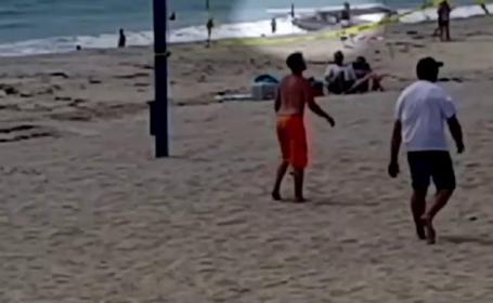Un avion a aterizat de urgenta pe o plaja aglomerata din California. Momentul a fost filmat cu telefonul mobil. VIDEO