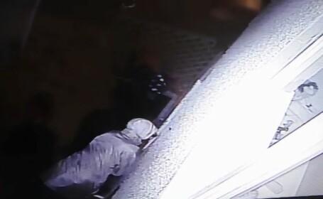 A instalat o camera video si s-a ingrozit cand a vazut inregistrarea. Ce a descoperit o femeie in spatele casei sale
