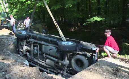 Un barbat a plonjat cu jeep-ul intr-o groapa, in padurea Trivale din Pitesti. Cum a pierdut controlul masinii