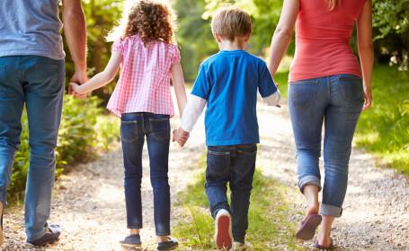 Sfaturile psihologilor pentru familiile cu parinte unic. Cum sa cresti un copil independent si puternic