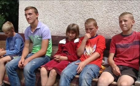 Un tata din judetul Cluj isi creste singur cei 5 copii incercati de saracie
